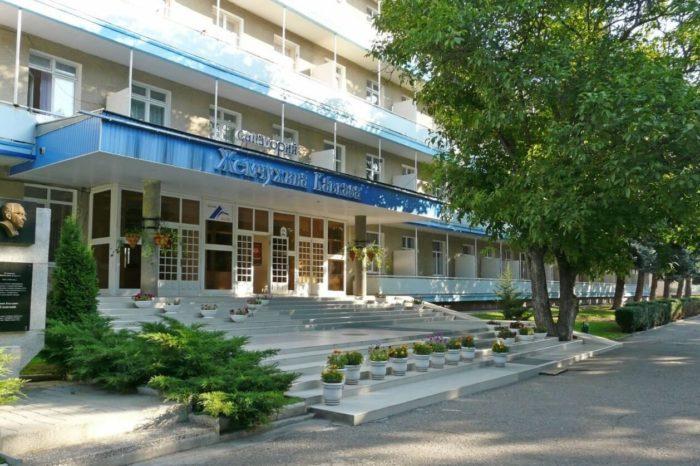 sanatoriy-zhemchuzhina-kavkaza-1-700x466