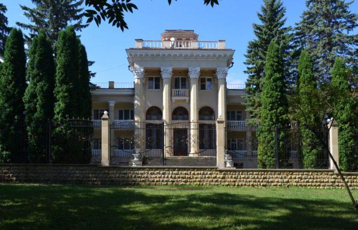 sanatoriy-zhemchuzhina-kavkaza-700x450