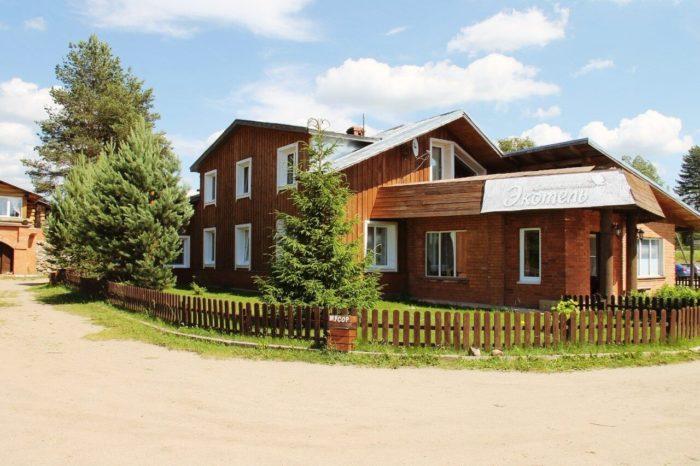 turisticheskaya-derevenka-ekotel-700x466