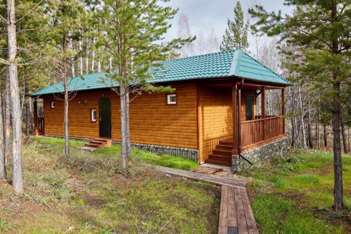 turisticheskiy-semeynyy-kompleks-yasnaya-polyana-700x467