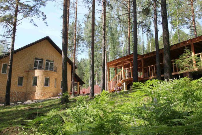 zagorodnyy-dom-kontrabas-700x467