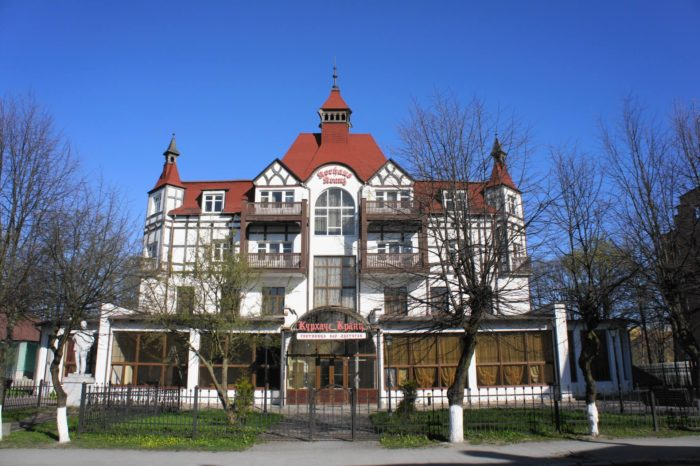 zdanie-otelya-kurhaus-krants-700x466