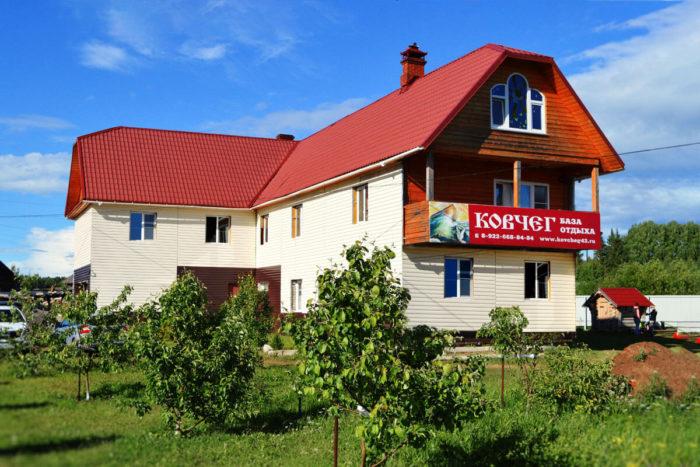 baza-otdyha-gostinichnogo-tipa-kovcheg-700x467