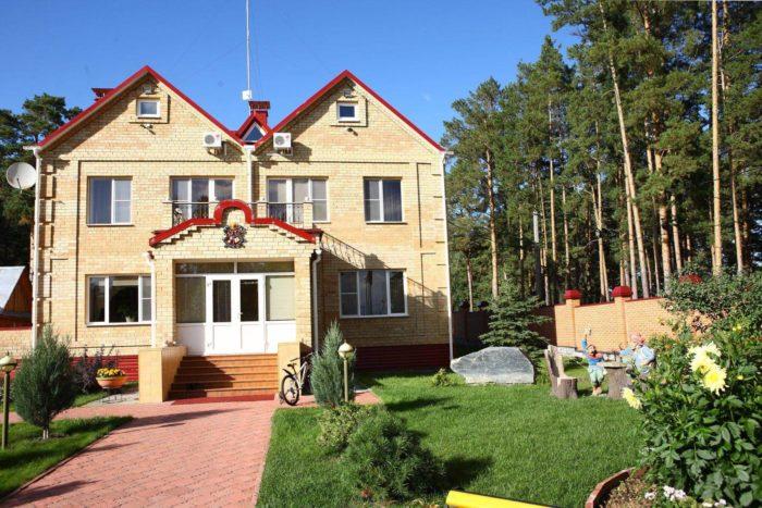 baza-otdyha-lesnaya-skazka-sibiri-700x467