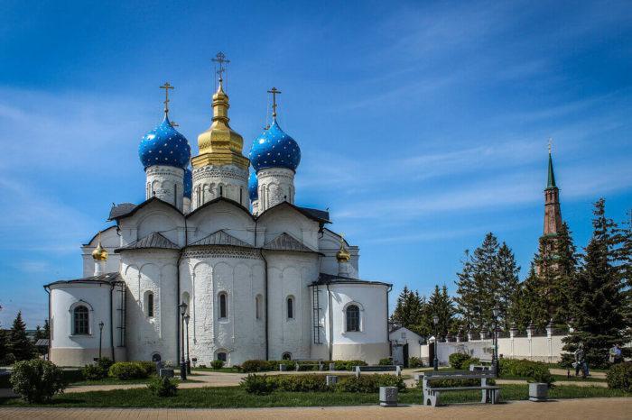 blagoveschenskiy-sobor-kazanskogo-kremlya-700x466