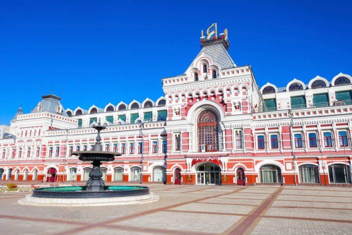 glavnyy-yarmarochnyy-dom-700x467