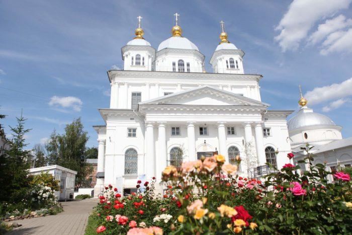kazanskiy-zhenskiy-monastyr-700x467
