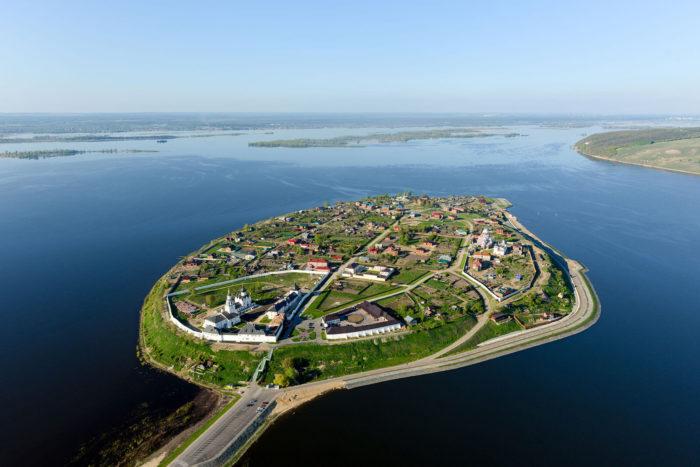 muzey-zapovednik-ostrov-grad-sviyazhsk-700x467