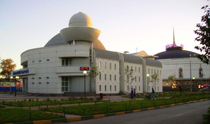 nizhegorodskiy-planetariy-i-tsirk-700x412