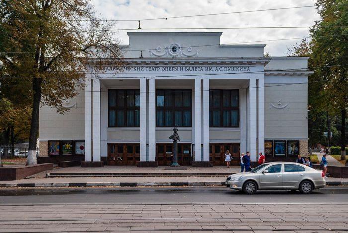nizhegorodskiy-teatr-opery-i-baleta-imeni-a.-s.-pushkina-700x469