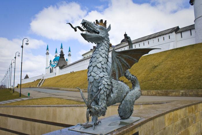 pamyatnik-drakonu-zilantu-700x467