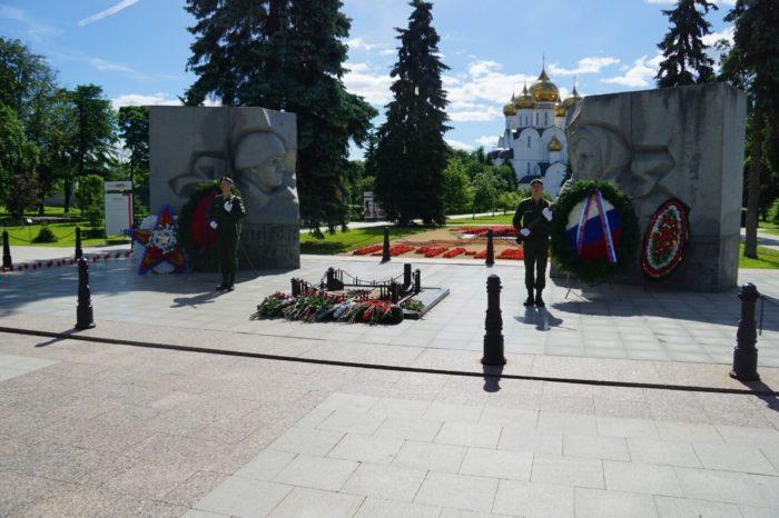 pamyatnik-monument-vechnyy-ogon-700x466