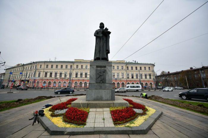 pamyatnik-yaroslavu-mudromu-700x465