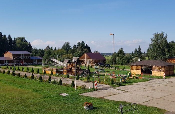 park-semeynogo-otdyha-sosnovyy-700x458