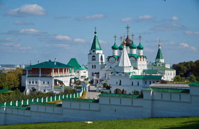 pecherskiy-voznesenskiy-monastyr-700x453
