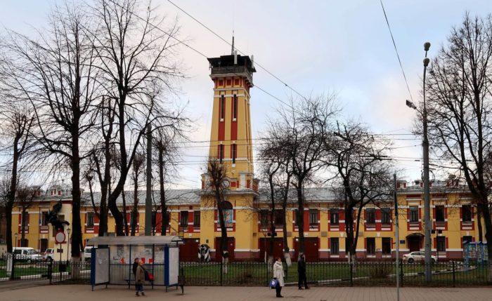 pozharnaya-kalancha-na-krasnoy-ploschadi-700x429