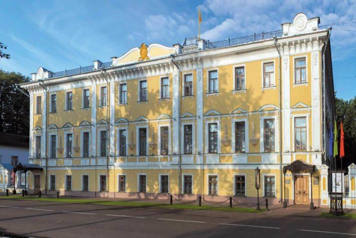 yaroslavskiy-hudozhestvennyy-muzey-700x467
