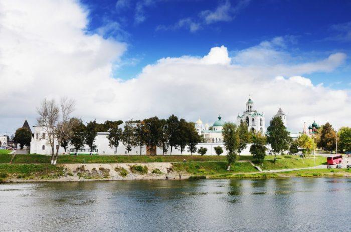 yaroslavskiy-muzey-zapovednik-700x463