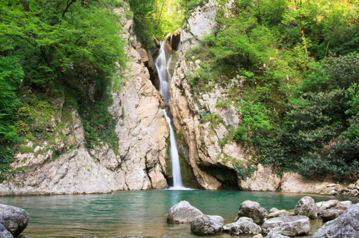 agurskie-vodopady-700x465