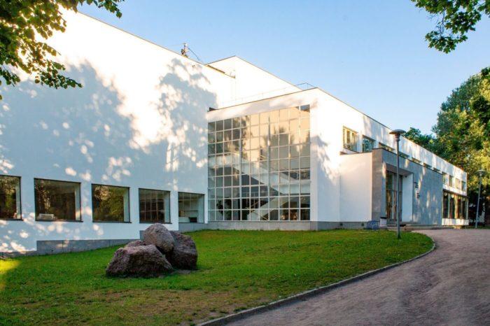biblioteka-alvara-aalto-700x466