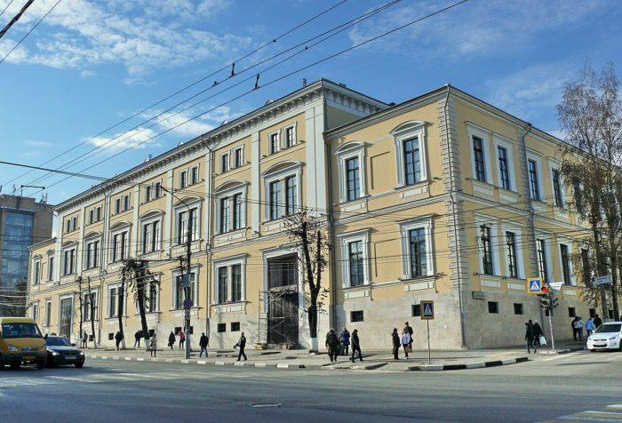 dom-dvoryanskogo-sobraniya-700x476