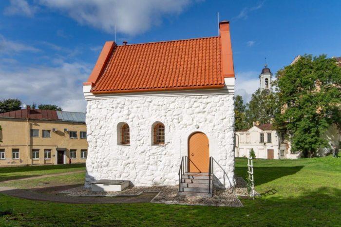 dom-kupecheskoy-gildii-svyatogo-duha-700x466