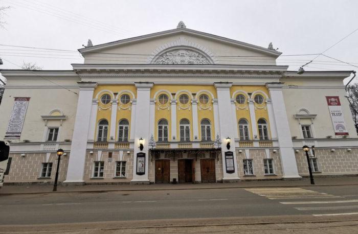 dramaticheskiy-teatr-imeni-a.-n.-ostrovskogo-700x458