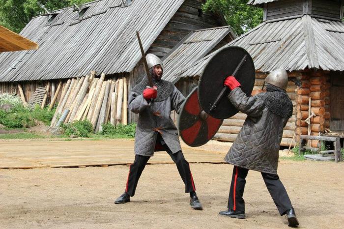 istoriko-kulturnyy-tsentr-varyazhskiy-dvor-700x466
