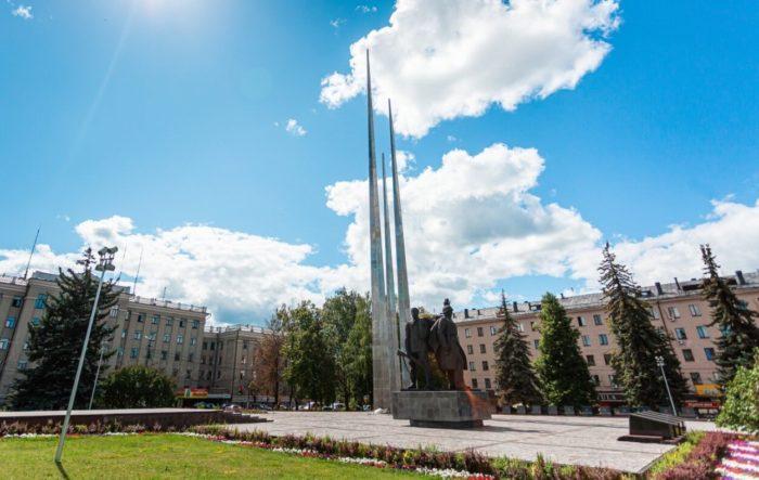memorialnyy-kompleks-tri-shtyka-700x443