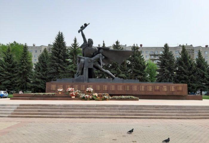 monument-slavy-700x481