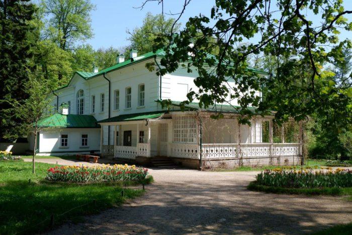 muzey-usadba-l.-n.-tolstogo-yasnaya-polyana-700x467