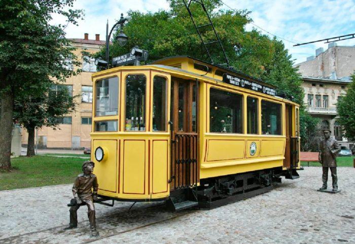 pamyatnik-vyborgskomu-tramvayu-700x482