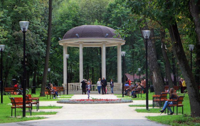 tsentralnyy-park-kultury-i-otdyha-imeni-p.-p.-belousova-700x443