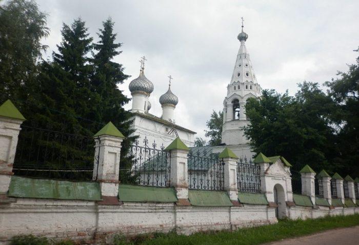 tserkov-ioanna-bogoslova-v-ipatevskoy-slobode-700x478