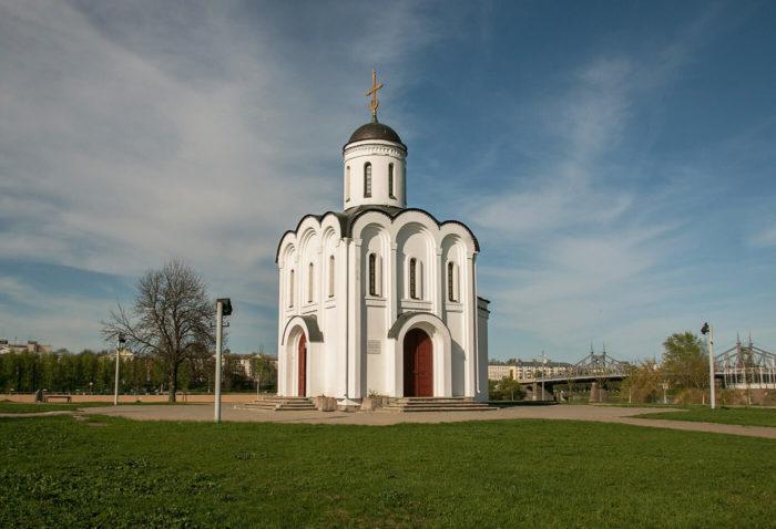 tserkov-mihaila-tverskogo-na-ostrove-pamyati-700x478