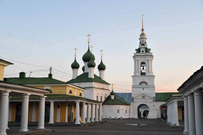 tserkov-spasa-v-ryadah-700x466