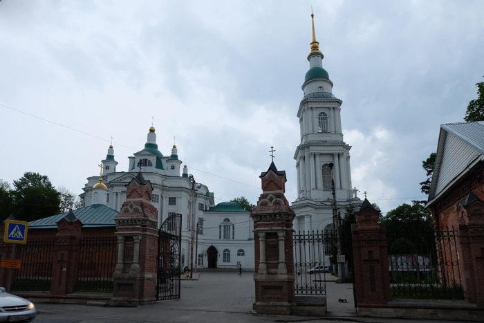 vsehsvyatskiy-kafedralnyy-sobor-700x467
