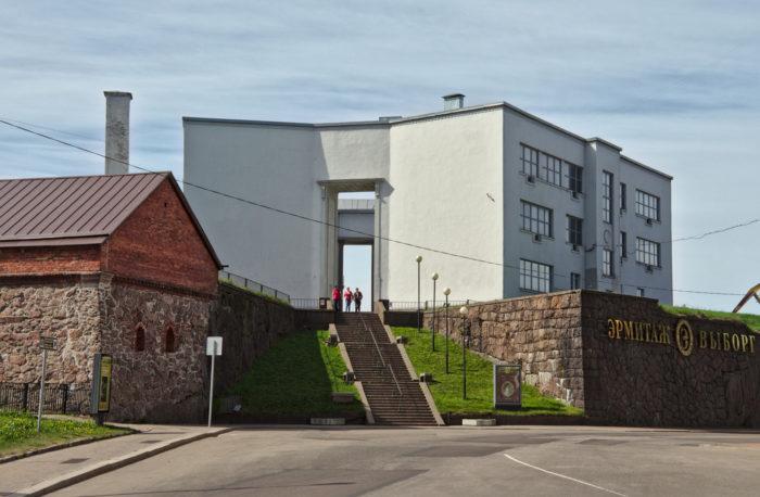 vystavochnyy-tsentr-ermitazh-vyborg-i-bastion-pantserlaks-700x458