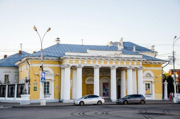 zdanie-byvshey-gauptvahty-700x463