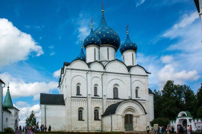 bogoroditse-rozhdestvenskiy-sobor-700x465