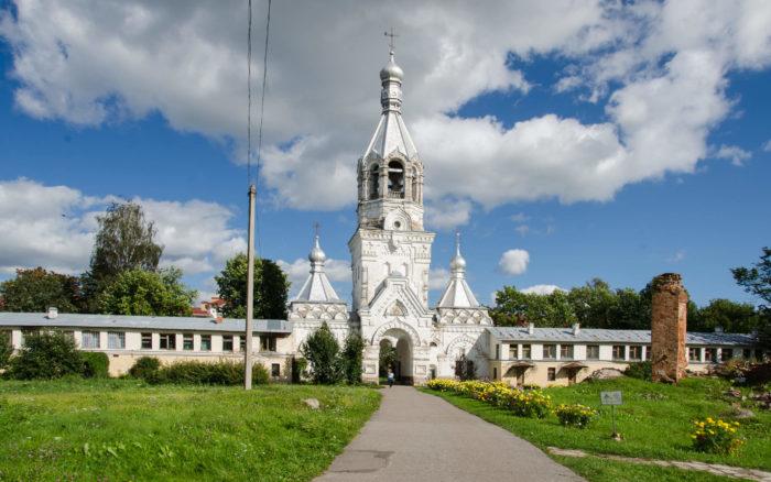 desyatinnyy-monastyr-muzey-hudozhestvennoy-kultury-novgorodskoy-zemli-700x438