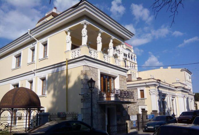dom-a.-a.-spendiarova-700x476