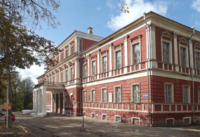 dom-dvoryanskogo-sobraniya-700x480
