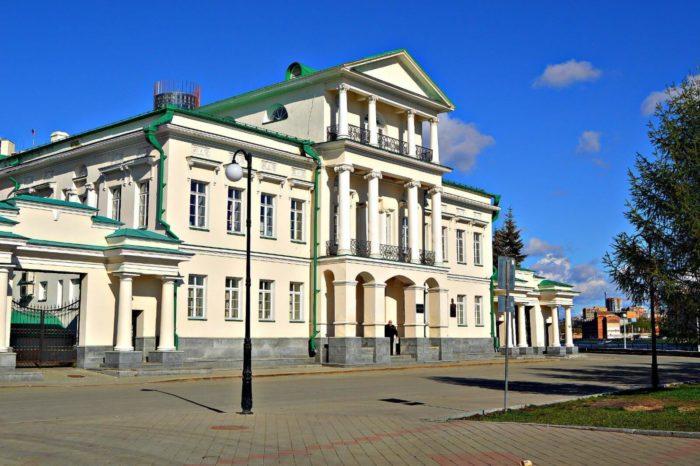 dom-glavnogo-gornogo-nachalnika-700x466