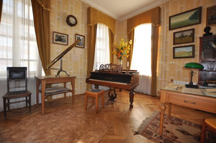 dom-muzey-a.-l.-chizhevskogo-700x465