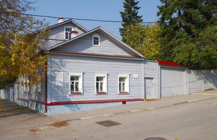 dom-muzey-k.-e.-tsiolkovskogo-700x453