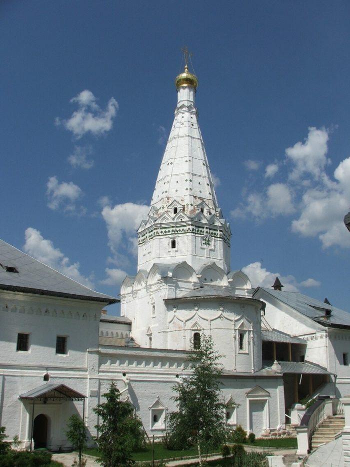 hram-prepodobnyh-zosimy-i-savvatiya-solovetskih-700x933