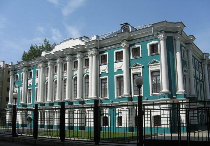 hudozhestvennyy-muzey-imeni-i.-n.-kramskogo-700x487