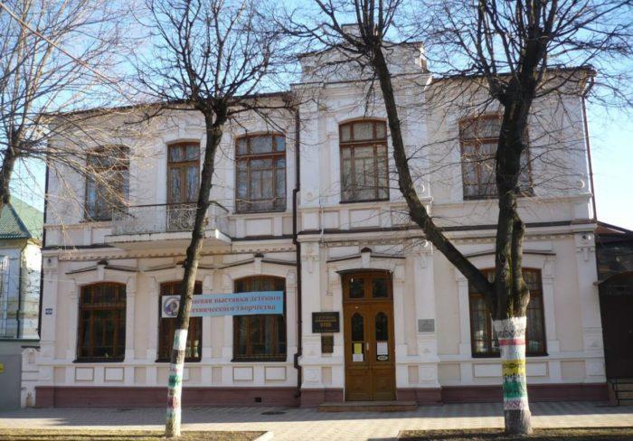 istoriko-kraevedcheskiy-muzey-imeni-v.-p.-shpakovskogo-700x488
