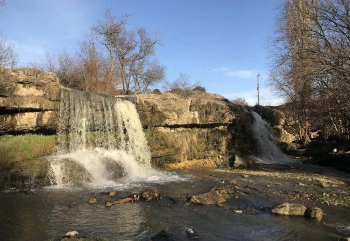 lermontovskiy-vodopad-700x482